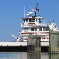 At the northern end of Ocracoke, the free Hatteras Ferry provides transportation to Cape Hatteras.